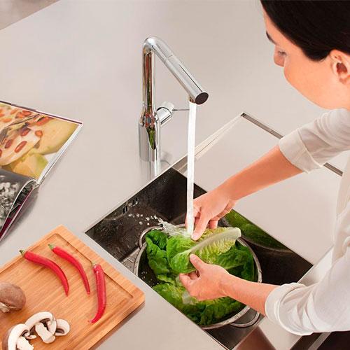 Что умеют современные смесители для кухни? Обзор популярных моделей 2020 года