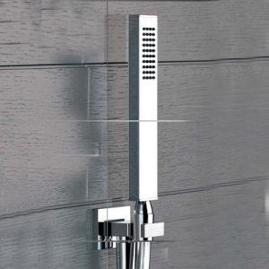 Душевой комплект состоящий из вывода воды, держателя, шланга и лейки Rettangolo