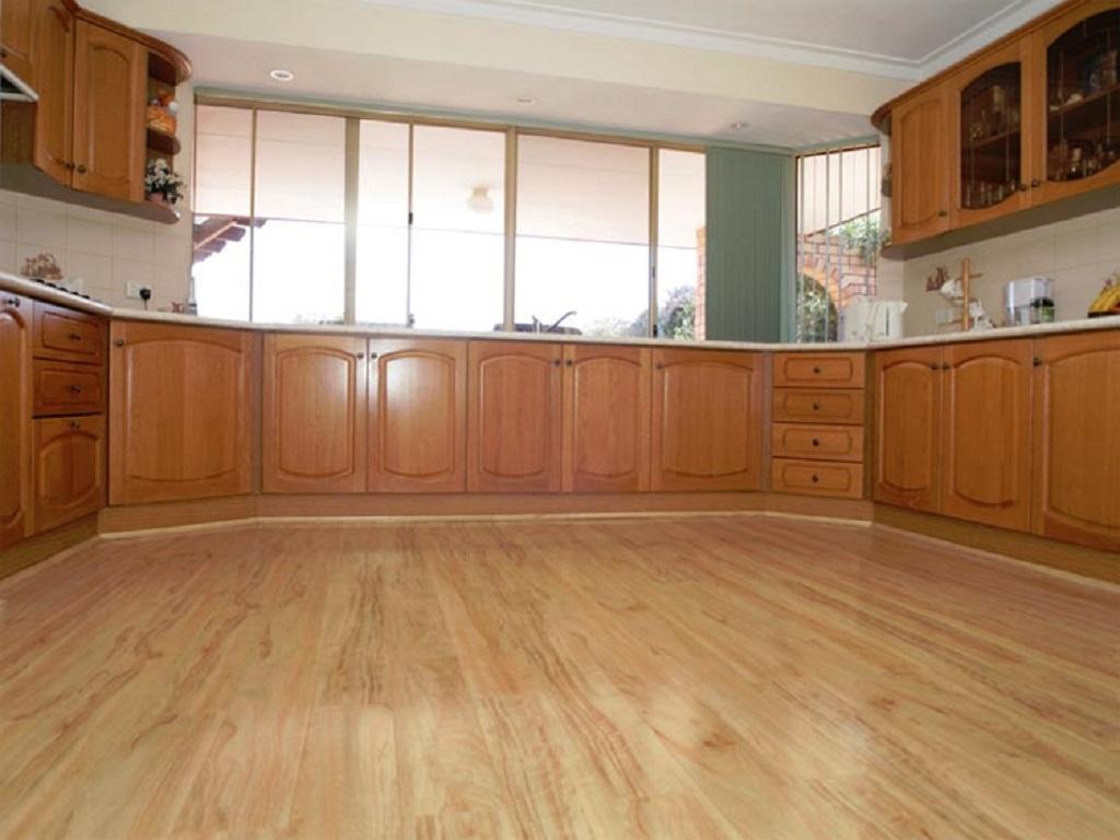 Покрытие для пола на кухню: Ламинат